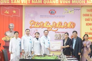 Trưởng Đoàn Đại biểu Quốc hội tỉnh thăm, tặng quà Tết một số đơn vị bảo trợ xã hội