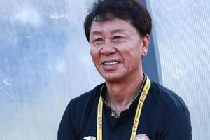 Thầy của Công Phượng phát biểu bất ngờ về bóng đá Việt Nam và Thái Lan