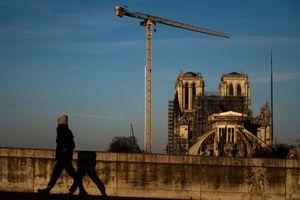 Người Pháp mải cãi nhau, Nhà thờ Đức Bà Paris vẫn mơ hồ về số phận