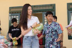 Người đẹp Hoa hậu Hoàn vũ Việt Nam 2019 tích cực hoạt động thiện nguyện ngày giáp Tết