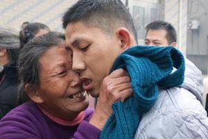 Người đàn ông tâm thần đoàn tụ gia đình sau 10 năm lưu lạc đúng dịp Tết