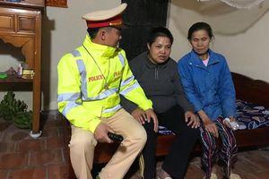 CSGT Thủ đô xuyên đêm đưa người phụ nữ bị tâm thần kịp về nhà đón Tết