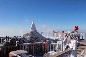 Tuyết phủ trắng đỉnh Fansipan