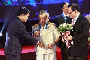 Anh hùng La Văn Cầu trở về thời bình thành 'chiến sĩ bảo vệ môi trường'