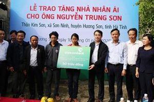 Vietcombank tặng 100 nhà nhân ái và 1000 suất quà Tết đến với người nghèo