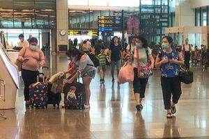 Các nước phong tỏa biên giới, Singapore cấm khách Trung Quốc