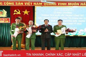 Khen thưởng Công an Hương Sơn về thành tích đấu tranh, phòng chống tội phạm ma túy