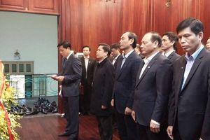 Lãnh đạo Bộ GTVT dâng hương Chủ tịch Hồ Chí Minh nhân ngày thành lập Đảng