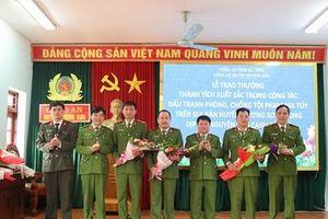 Khen thưởng Công an huyện Hương Sơn trong đấu tranh phòng, chống tội phạm