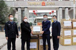 Hà Giang tặng hàng chục nghìn khẩu trang y tế giúp Trung Quốc chống dịch