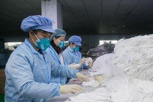 Bên trong các nhà máy sản xuất khẩu trang tại Trung Quốc