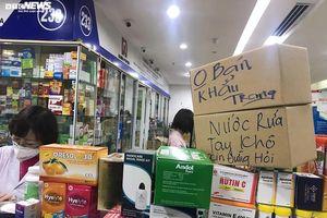 Hàng loạt nhà thuốc ở Hà Nội treo biển 'không bán khẩu trang, đừng hỏi'