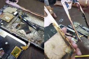 Điện thoại Xiaomi bất ngờ bốc cháy ở cửa hàng