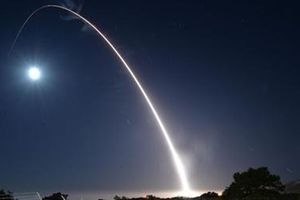 Siêu tên lửa đạn đạo Minuteman III đánh trúng mục tiêu cách 6.900km