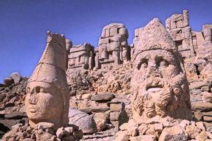 Tượng đá bí ẩn cao gần 10 m trên ngọn núi ở Thổ Nhĩ Kỳ
