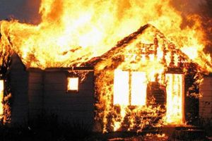 3 cha con tử vong thương tâm trong ngôi nhà bị cháy lúc nửa đêm