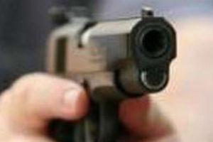 Chĩa súng giả dọa bắn vì nhờ vay tiền không được