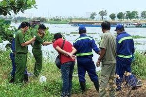 Thi thể xăm chữ 'trăng mờ bên suối' nổi trên sông Sài Gòn