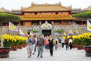 Du khách quốc tế đến tham quan di sản Huế vẫn ở mức cao