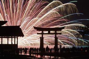 Nhật: Đảo Miyajima đánh thuế du khách để giảm 'nguy hiểm'
