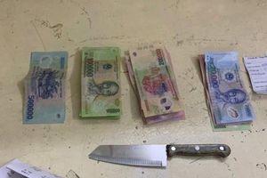 Tước dao khống chế đối tượng nước ngoài cướp tài sản