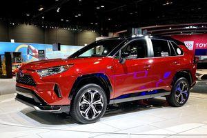Toyota mang RAV4 Prime PHEV 2021 tới Chicago, cấm chạm vào xe