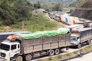 Sau khi thông quan, container chở nông sản Việt tiếp tục mắc kẹt ở Trung Quốc