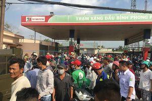 Vẫn rất đông người theo dõi ở khu vực Tuấn 'khỉ' bị tiêu diệt