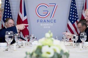 Sau điện đàm gây phẫn nộ, Thủ tướng Anh hoãn thăm Mỹ