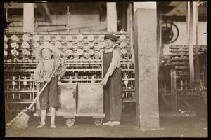 'Xót xa' trước hình ảnh những 'công nhân nhí' năm 1910