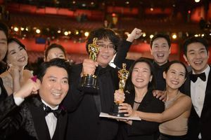 Chiếu phim 'Ký sinh trùng' vừa giành tượng Vàng Oscar 2020