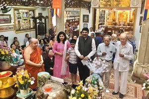 Tổng lãnh sự Ấn Độ, Thái Lan thăm chùa Phổ Minh