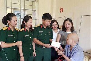 Nữ quân nhân 'đam mê' làm từ thiện