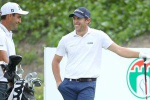2 golfer European Tour âm tính với Covid-19, quay trở lại đấu trường Oman Open