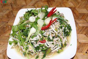 Nộm hoa ban, món ngon giản dị của người Thái Sơn La