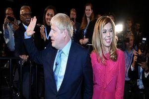 Thủ tướng Anh và bạn gái cùng trông mong đứa con sắp chào đời