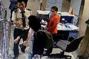 Cắn tay nhân viên hàng không, nữ hành khách bị phạt hơn 7 triệu đồng