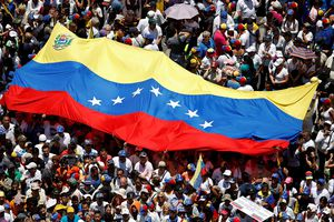 Venezuela bắt giữ 2 quan chức dầu khí làm gián điệp cho Mỹ