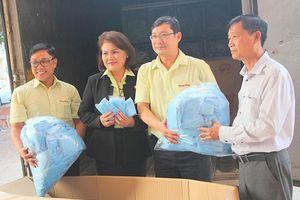 Tặng 20.000 áo y tế cho Bình Dương và Long An phòng, chống dịch Covid-19