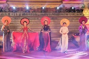 Phụ nữ mặc áo dài được miễn vé tham quan các điểm di tích Huế