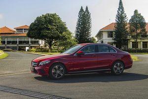 Mercedes-Benz C 180 chốt giá gần 1,4 tỷ đồng, phân khúc hạng D 'toát mồ hôi'