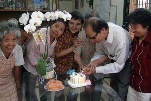 80 tuổi vẫn được coi là 'Chú em non trẻ' và bí quyết sống thọ của CLB H100