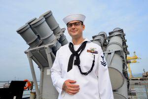 Cứu hộ trên biển, xem máy bay vút qua - cuộc sống ở tàu tuần dương Mỹ