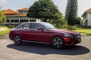 Cận cảnh xe sang giá rẻ Mercedes-Benz C 180 tại Việt Nam
