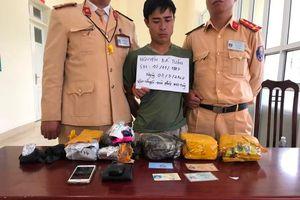CSGT Hòa Bình bắt giữ đối tượng vận chuyển ma túy đá
