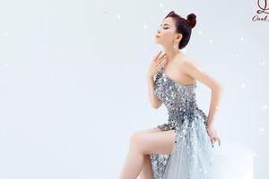 Hoa hậu Oanh Lê khoe chân dài gợi cảm với váy dạ hội lộng lẫy