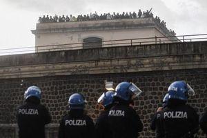 Italy phong tỏa đất nước vì Covid-19: Tù nhân bạo loạn, bắt lính canh làm con tin