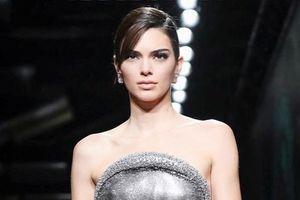 Kendall Jenner bị chỉ trích vì nhận thức sai về dịch