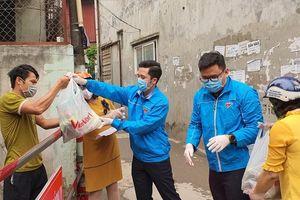 Ấm lòng thanh niên tình nguyện mang nhu yếu phẩm cho người dân bị cách ly