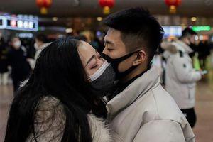Tình yêu thời dịch, tránh hôn môi, Valentine Trắng cũng ở nhà